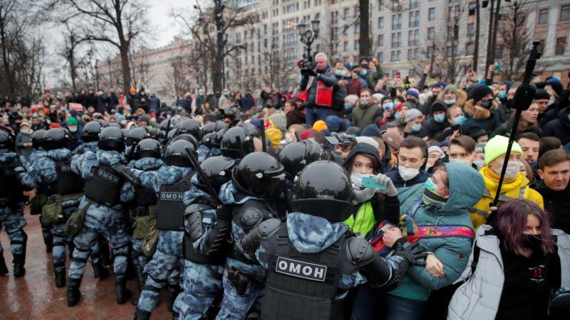 Rusija: Na protestima podrške Navalnom privedene stotine ljudi