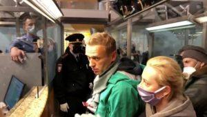 Rusija i Navaljni: Putinovom kritičaru se sudilo u policijskoj stanici – određen mu pritvor od 30 dana