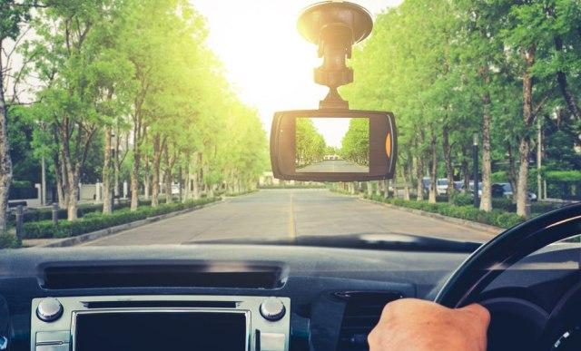 Rusija podstiče vozače da cinkare ANKETA