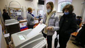 Rusija, politika i izbori: Putin i milioni glasali onlajn, zabeležene nepravilnosti na biračkim mestima