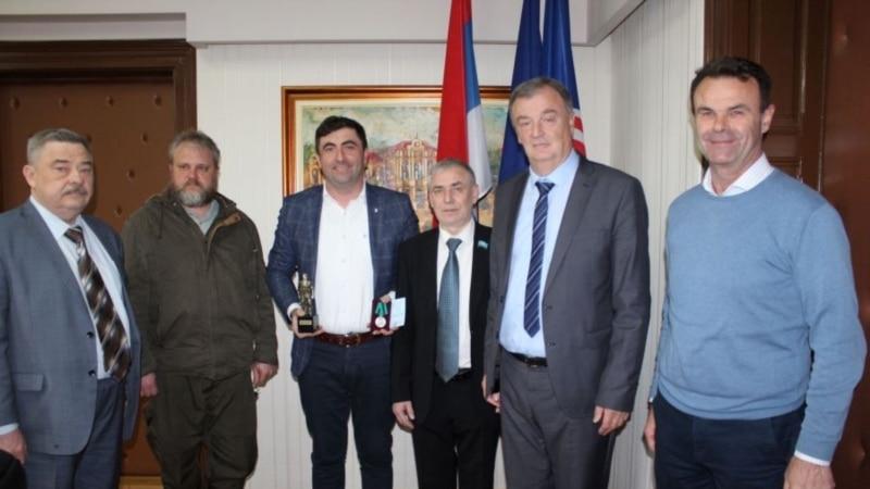 Ruski veterani uručili medalju Ratnik gradonačelniku Bijeljine