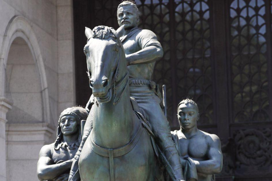 Ruzveltovu statuu sklanjaju iz muzeja