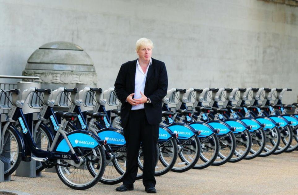 SA MARGINA SAMITA G7: Džo Bajden poklonio Borisu Džonsonu bicikl u bojama Velike Britanije