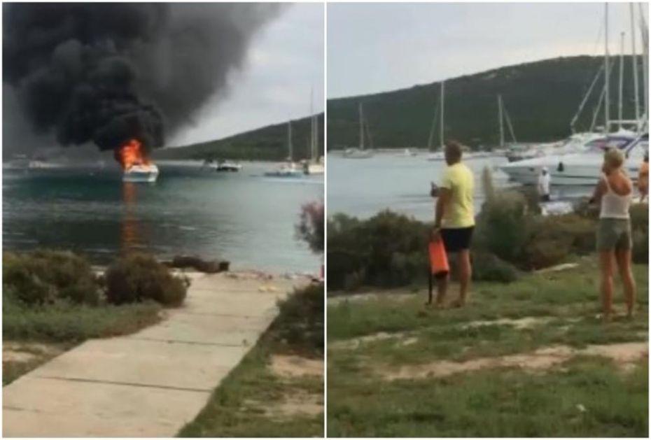 SA OBALE GLEDALI KAKO IM SVE GORI: Zapalila se jahta kod Zadra (FOTO)