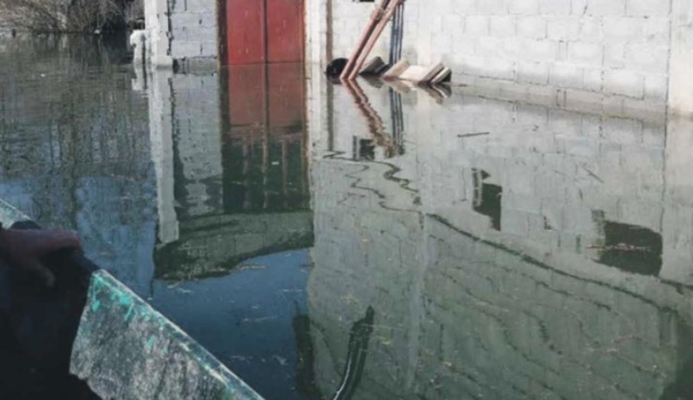 SA STREPNJOM GLEDAJU U NEBO: Meštani priobalja Skadarskog jezera strahuju od poplava