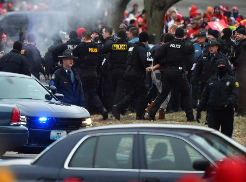 SAD: U pucnjavi u srednjoj školi u Arkanzasu povređen učenik