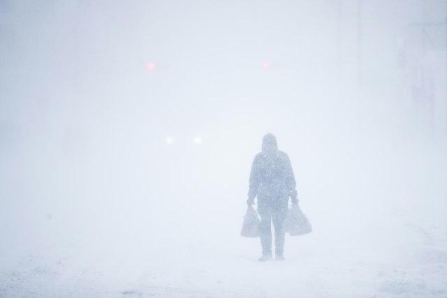 SAD: Zbog snega zatvorene škole, odložene sednice