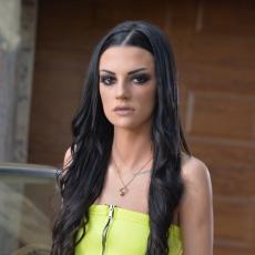 SADA JE PLAVUŠA: Tara Simov napravila drastičnu promenu - ofarbala kosu, ali tu nije stala! (FOTO)