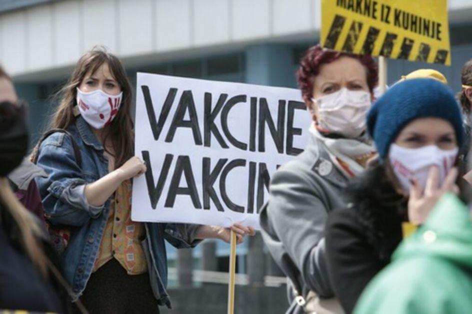 SAHRANE KAO NA POKRETNOJ TRACI: Dramatična situacija u Sarajevu, skandal sa respiratorima u bolnici Bakirove žene VIDEO