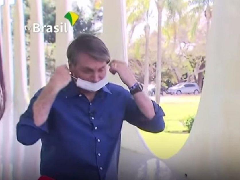SAMO DA VIDITE MOJE LICE: Bolsonaro saopštio da je pozitivan na koronu, a onda je pred novinarima skinuo masku (VIDEO)