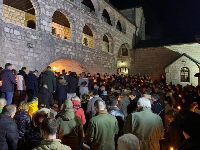 SAMO SLOGA SVETINJE SPASAVA: Nastavljaju se litije širom Crne Gore, na Cetinju služen moleban (FOTO, VIDEO)