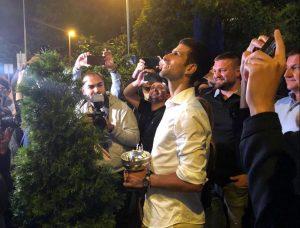 ŠAMPION PONOVO U BEOGRADU: Novak se iznenada pojavio u prestonici uz trubače i vatromet, a onda je nastao šou! (VIDEO)