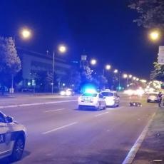 SAOBRAĆAJKA KOD ZGRADE OPŠTINE NOVI BEOGRAD: Taksi se sudario sa motociklistom! IMA POVREĐENIH! (FOTO)