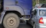 SAOBRAĆAJNA NESREĆA KOD KRALjEVA: U sudaru automobila i kamiona jedna osoba poginula