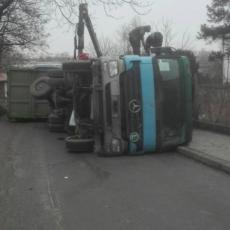 SAOBRAĆAJNA NESREĆA NA KARABURMI: Prevrnuo se kamion, saobraćaj potpuno obustavljen