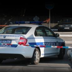 SAOBRAĆAJNA NEZGODA NA MEDAKU: Automobil se zakucao u banderu na raskrsnici