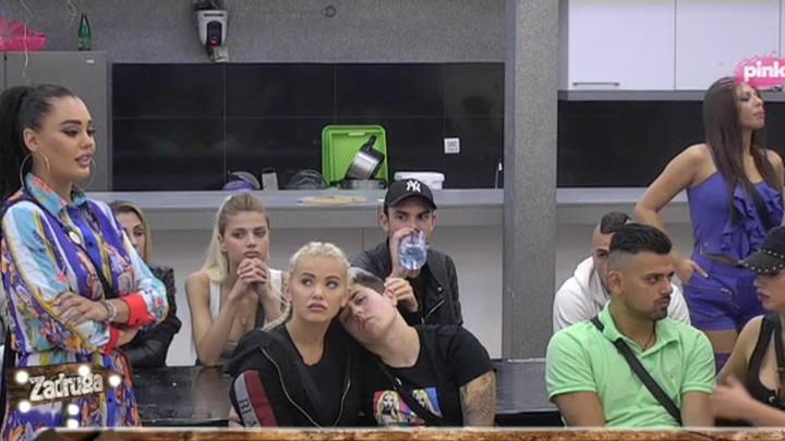 SATERANA U ĆOŠAK! Maja UHVATILA U LAŽI Anu Korać, ona pokušala da se opravda, pa se još više UKOPALA! (VIDEO)