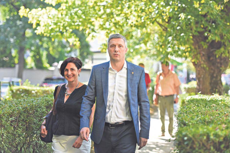 SAVEZ ZA SRBIJU NA KORAK DO RASPADA: Boško pobegao sa skupa, traži bojkot!