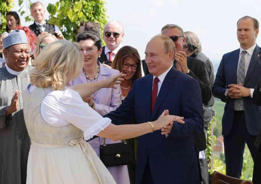 ŠEFICA DIPLOMATIJE AUSTRIJE U NEMILOSTI: Karin Knajsl ne ide u SAD jer je zvala Putina na svadbu! (VIDEO)