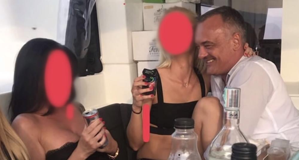 orgija kamera prasak autobus analni seks
