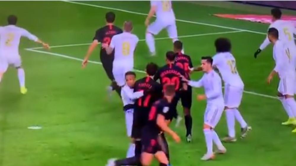 SEVILJA PROKLINJE VAR: Real Madridu se zatresla mreža, sudija poništio gol! Srbin je KRIV (VIDEO)
