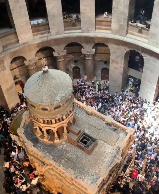SILAZAK BLAGODATNOG OGNJA U JERUSALIMU: Tradicionalni obred ove godine u senci velike tragedije FOTO, VIDEO