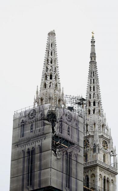 SIMBOL ZAGREBA OSTAJE I BEZ DRUGOG TORNJA: Ruše zvonik katedrale jer preti da će se obrušiti i sve uništiti (VIDEO)