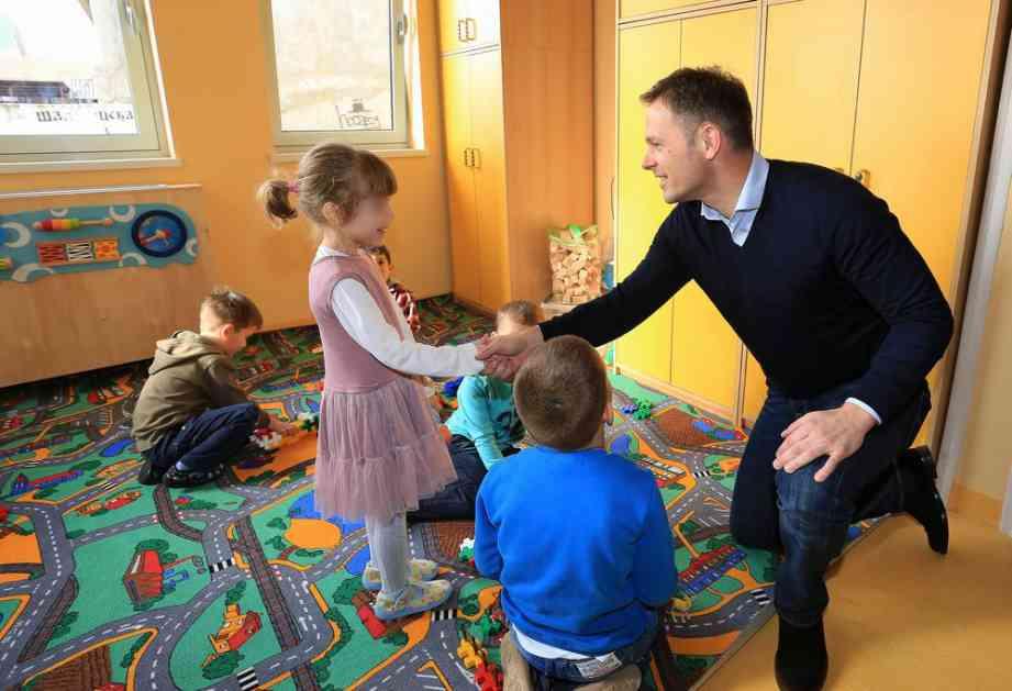 SINIŠA MALI: Deset odsto veće plate za zaposlene u predškolskim ustanovama