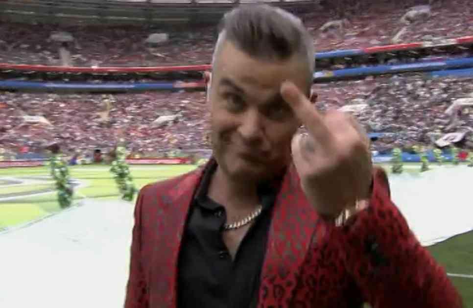 SKANDAL NA OTVARANJU MUNDIJALA! Robi Vilijams pokazao srednji prst celom svetu! (FOTO)