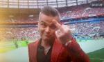 SKANDAL NA OTVARANjU SP: Robi Vilijams pokazao srednji prst (VIDEO)