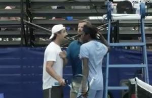 SKANDAL NA TURNIRU U VAŠINGTONU: Sudija sprečio tuču dvojice igrača, na vreme ih je razdvojio! (VIDEO)