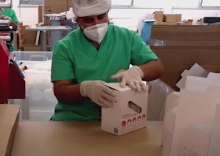 SKANDAL U AUSTRIJI: Kineske maske prodavali kao domaće, kupio ih čak i parlament! 45 radnika radilo na crno po 12 sati (VIDEO)