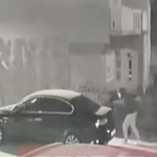 SKANDAL U BIH: Ispod ministrovog automobila nepoznata naprava, objavljen snimak osobe kako je postavlja (VIDEO)