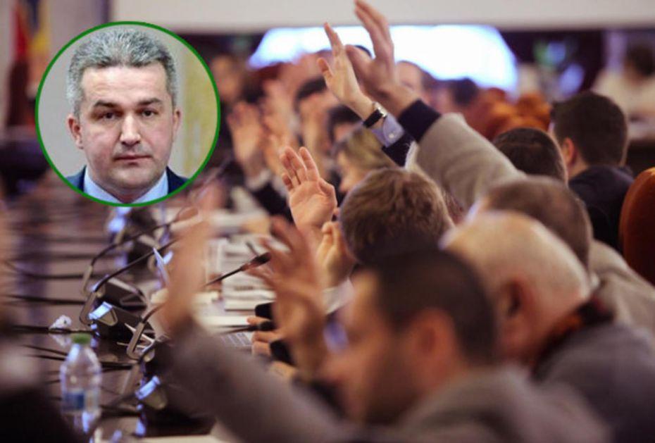 SKANDAL U BIH! PORNO- POLITIČARA ČUVAJU POSLANICI: Nije bilo većine za smenu Agana Bunića! (VIDEO)