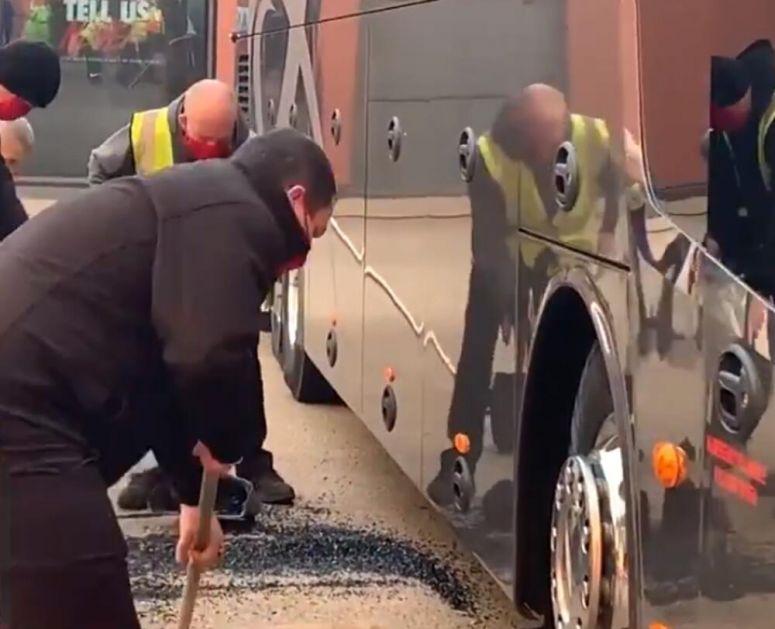 SKANDAL U ENGLESKOJ! Navijači Liverpula KAMENOVALI autobus Reala pred start meča, Zidan jedva izvukao ŽIVU GLAVU! VIDEO