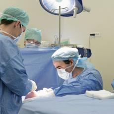 SKANDAL U KRAGUJEVAČKOJ BOLNICI: Prijavila hirurga nezadovoljna silikonima, nakon toga počele da isplivavaju MALVERZACIJE