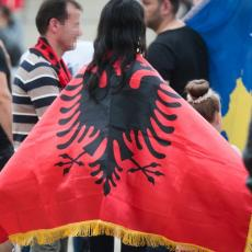SKANDAL U TIRANI! LAŽNA DRŽAVA DIVLJA: Srbi napustili skup zbog drskog gesta Prištine