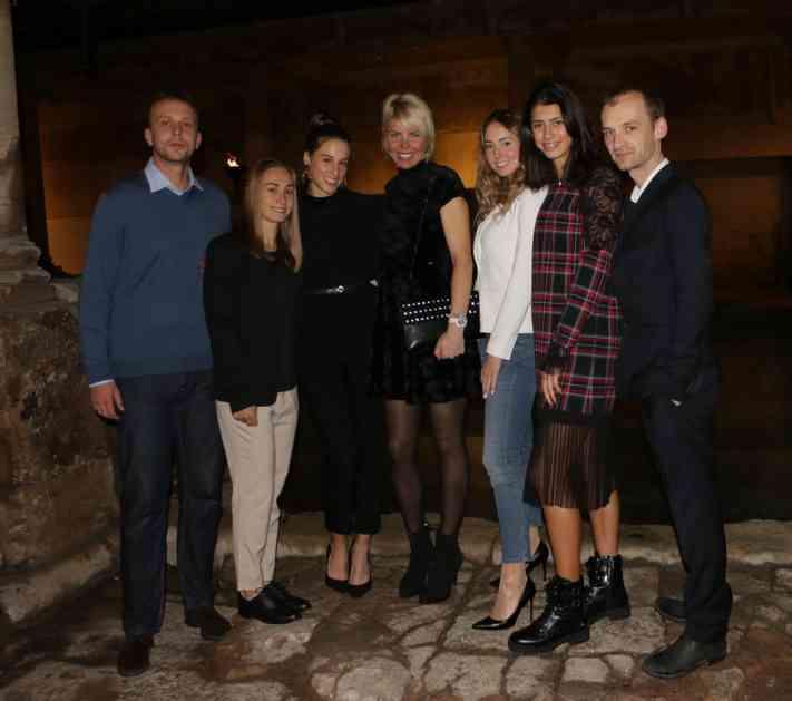 SKOCKANE SRPKINJE ZASIJALE PUNIM SJAJEM: Naše teniserke blistale na svečanoj večeri! Pogledajte ih (FOTO)