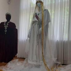 ŠLEP SA IZVEZENIM GRBOVIMA I ZLATNE TRAKE NA VENČANICI KRALJICE MARIJE: Biser muzeja na Oplencu (FOTO)