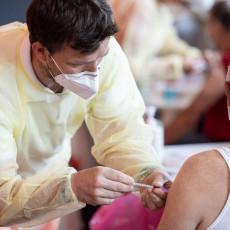SLOVENCI OD DANAS MOGU DA BIRAJU VAKCINE: Imaju 84 novozaraženih, vakcinisana svaka treća osoba