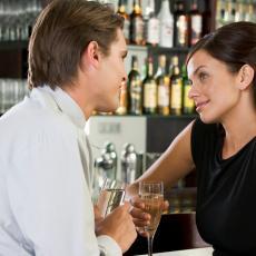 ŠMEKER U POKUŠAJU: Upoznala je momka u baru, a zbog onoga što joj je kasnije poslao u poruci je POLUDELA