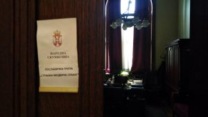 SMS: Umesto ulaganja u zdrav vazduh, Srbija ulaže u naoružanje i konflikte