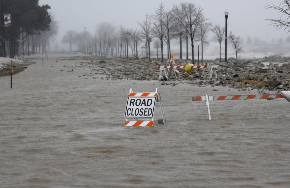 SNAŽNA OLUJA U AMERICI: Poginulo najmanje 11 ljudi! Putevi zatvoreni zbog poplava, građani ostali bez struje! (VIDEO)