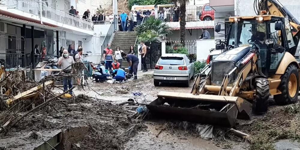 SNAŽNO NEVREME OPUSTOŠILO SOLUN: Muškarac stradao kad ga je odnela bujica, ulice se pretvorile u reke VIDEO