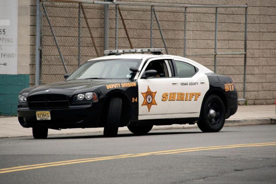 SNIMAK PUCNJAVE U KOJOJ SU POVREĐENA TROJICA POLICAJACA: Zaustavili ga zbog prebrze vožnje, odmah potegao kalašnjikov VIDEO
