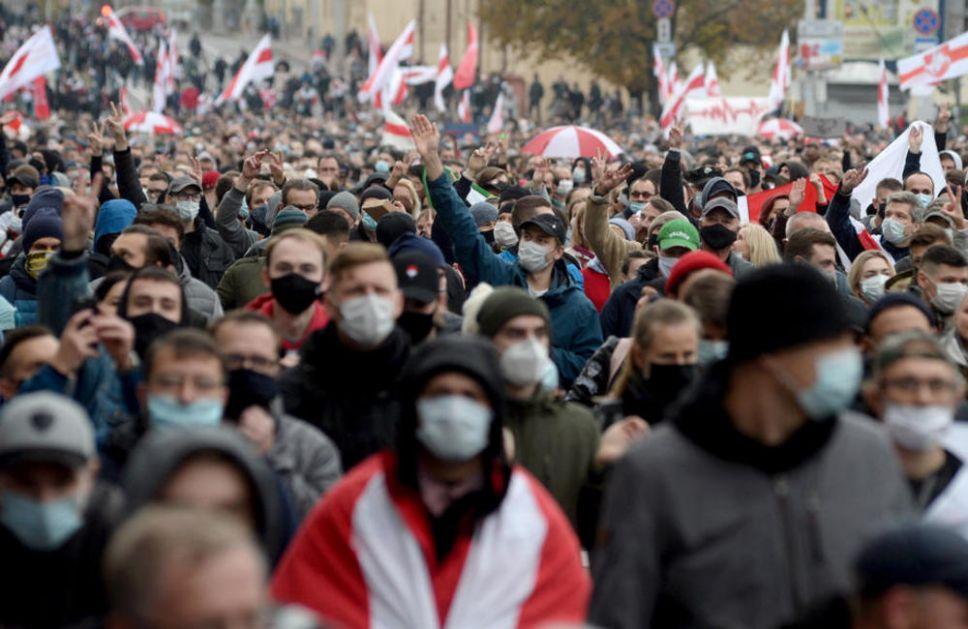 ŠOK-BOMBE I SUZAVAC U BELORUSIJI: Hiljade demonstranata na ulicama, ističe ULTIMATUM LUKAŠENKU