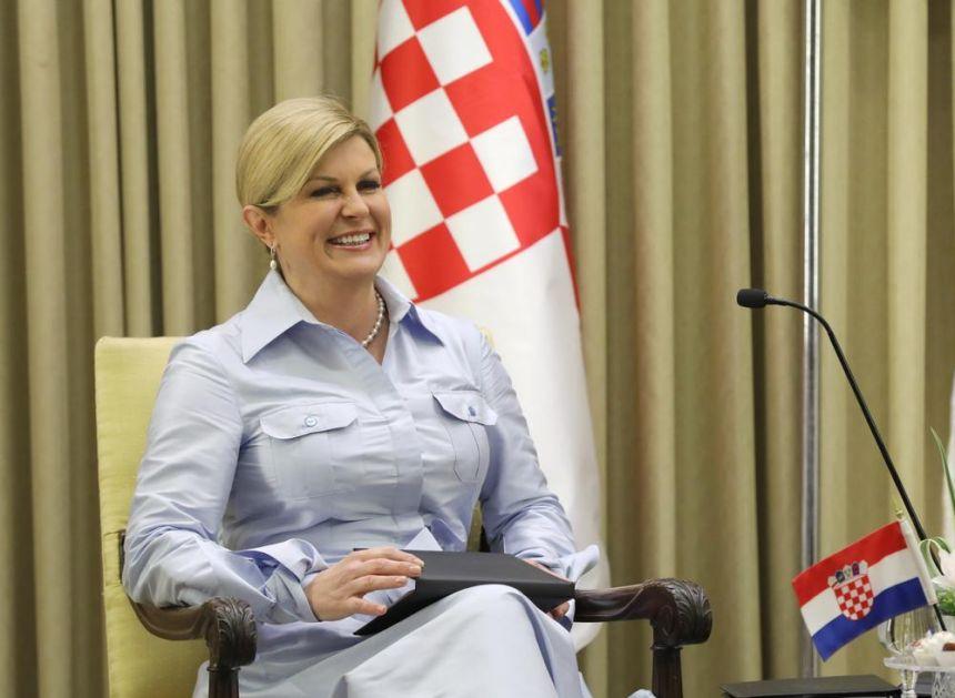 ŠOK! HERCEGOVINA OBLEPLJENJA PLAKATIMA PROTIV KOLINDE: Hrvatska predsednica prikazana kao zmija i iza rešetaka! (FOTO)