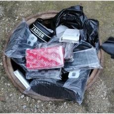 ŠOK NA GRADINI: Šanel novčanike sakrili u šahti za vodu, roba pronađena u međuzoni (FOTO)