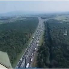 ŠOKANTAN SNIMAK IZ POLICIJSKOG HELIKOPTERA: Totalni krkljanac na hrvatskom auto-putu, čeka se SATIMA (VIDEO)