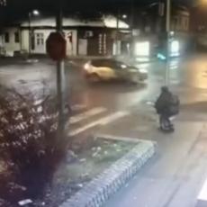 ŠOKANTAN SNIMAK IZ VALJEVA: Majka držala dete u naručju na semaforu, a onda su se automobili ZAKUCALI JEDAN U DRUGI! (VIDEO)